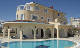 image of our villa in Turkey with pool